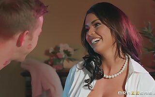Latina naughty MILF Chloe Lamour in memorable sex clip
