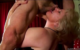 Buxom old tow-haired spunker is a super hot fuck & loves a sticky facial cumshot